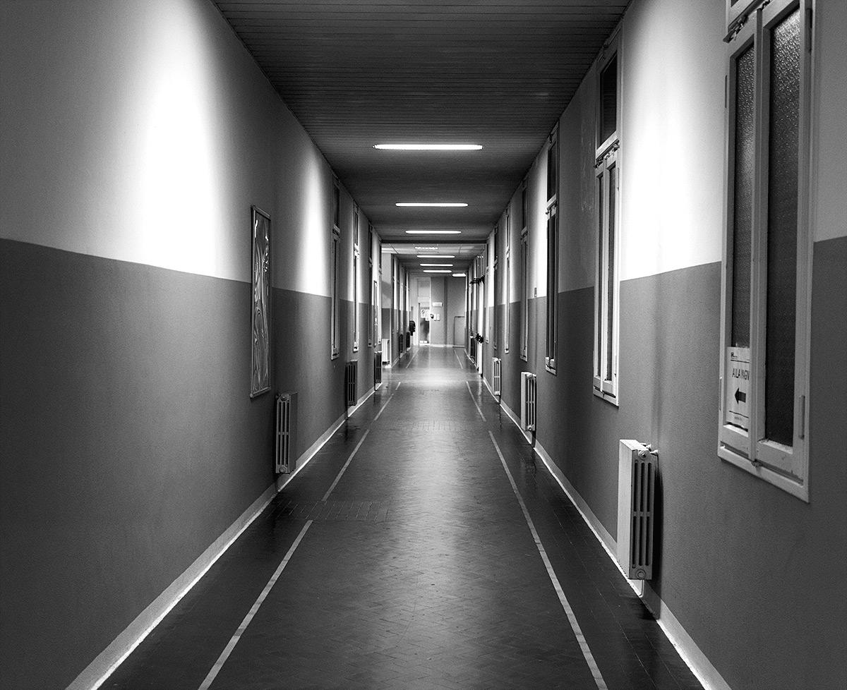 Уборщицу насилуют в коридоре 20 фотография
